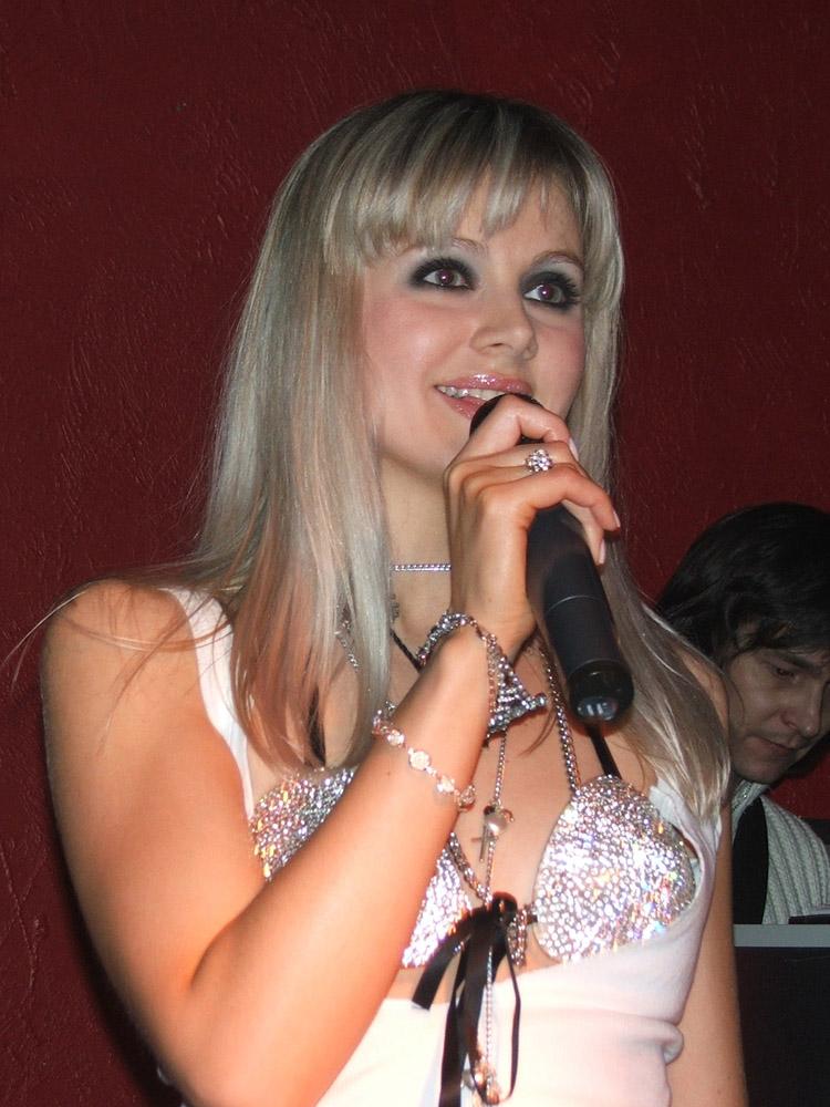 http://nataclub.ru/p_avrora/2007_03_17/019.jpg